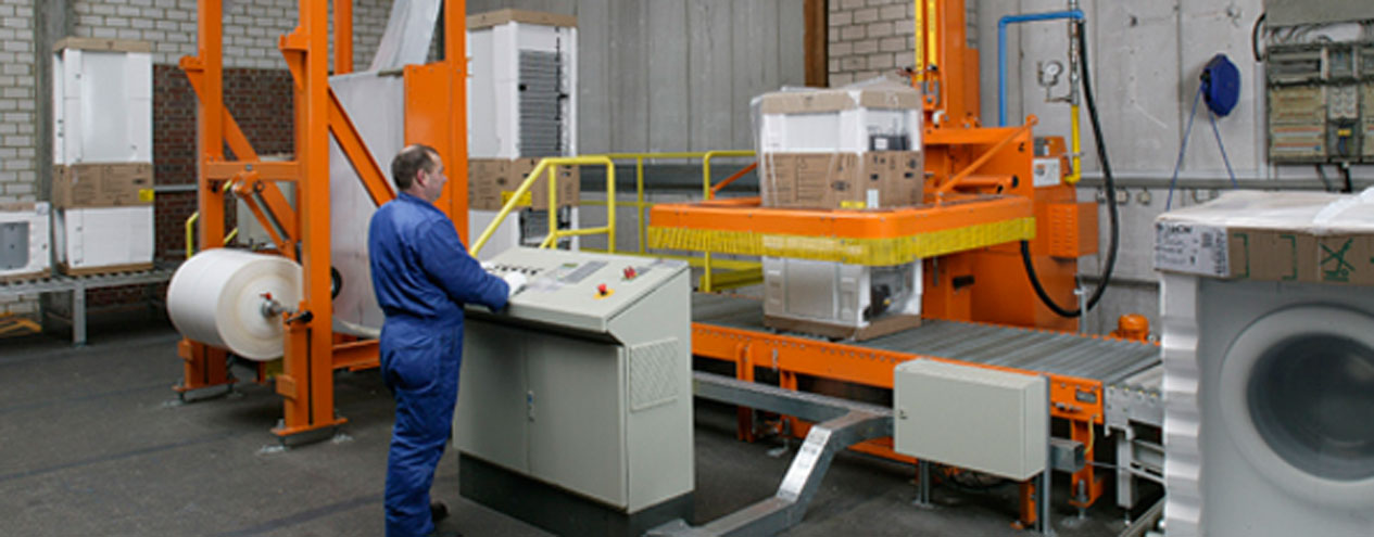 MSK semi-automatic shrink wrapping system for shrinking for safe transport packaging of washing machines