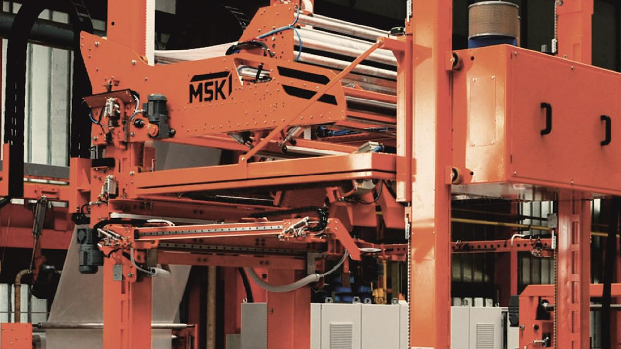 Illustration: compact pallets shrinking machine MSK Mulitech - packaging machine for changing product formats